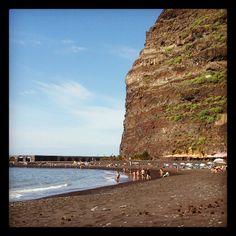 24/11/12 #Turismo #Canarie Playa del Puerto de Tazacorte, #LaPalma: sole, caldo e un leggero venticello...andiamo a tuffarci! Canario, Beautiful Islands, Tenerife, Natural, Paradise, Instagram, Beach, Water, Outdoor