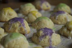 Mini King Cakes for Mardi Gras:  Mini king cake cookies for Mardi Gras... much easier than a cake!