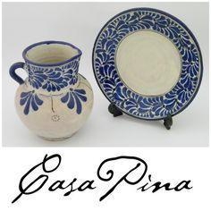 Plato y jarra en talavera poblana azul y blanco firmada Uriate. Siglo 20. Informes: integradoradeartedelnoreste@gmail.com