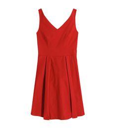 Robe rouge decollete en v