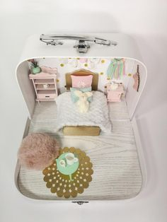Unicorn Travel Dollhouse in a Suitcase Diy Dollhouse, Dollhouse Furniture, Dollhouse Miniatures, Sylvanian Families, Muñeca Diy, Sonny Angel, Reborn Toddler Dolls, Miniature Rooms, New Years Decorations