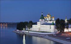 SOUND: http://www.ruspeach.com/en/news/9382/     Кострома - это российский город, расположенный на реке Волга. Это крупный речной порт. Город был основан в XII веке. Исторический центр города в основном сохранил образцовый в своём роде ансамбль эпохи классицизма конца XVIII—XIX в. Кострома