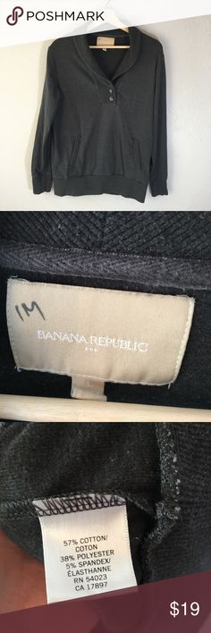 Banana Republic Pullover Gray Sweater Great men's sweater. Some very slight piling. Has pockets. Little mark on the tag. No other flaws to note. Let me know if you have any questions........Ps~ I'm a super fast shipper. Also, I love making great deals on bundles. Banana Republic Sweaters
