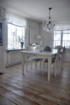 Dining room. White, Grey, Black, Chippy, Shabby Chic, Whitewashed, Cottage, French Country, Rustic, Swedish decor Idea. ***Pinned by oldattic ***