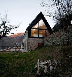 Contemporary mountain house design