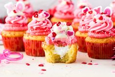 Cake nature fast and easy - Clean Eating Snacks Holiday Cupcakes, Fun Cupcakes, Valentine Cupcakes, Holiday Treats, Recipe For Teens, Vanilla Cake Mixes, Buttercream Cupcakes, Salty Cake, Strawberries And Cream