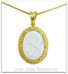 Pendente Camafeu em ouro 750/18k e madrepérola (750/18k gold cameo pendant with mother-of-pearl)