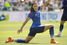 Hot photos of Team USA soccer star Ali Krieger in action at 2015 World Cup Usa Soccer Team, Female Soccer Players, Soccer League, Soccer World, Team Usa, Soccer Inspiration, Soccer Pictures, Beautiful Athletes, Soccer Stars