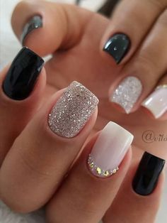 Black Nails With Glitter, Glitter Gel Nails, Black Nails Short, Black Gel Nails, Black Silver Nails, Pink Glitter, Short Gel Nails, Gold Nails, French Manicure With Glitter