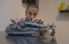 French tattoo artist JC Sheitan Tenet lost his right hand 22 years ago, but he recently got its functionality back after receiving the world's first tattoo machine prosthesis. Terminator Tattoo, Body Painting, Cyborg Tattoo, Famous Tattoo Artists, French Tattoo, Badass Tattoos, Wearable Technology, Technology Gadgets, Tattoo Machine
