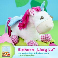 """Das Schnittmuster Einhorn """"Lady Lu"""" ist perfekt für kleine Einhorn- oder Pferde-Fans! Mähne und Schweif sind aus Stoffgarn, sodass man Frisuren machen kann."""