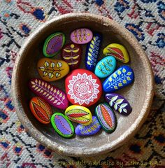 painted multicolored stones- facebook -  I Sassi Dell'Adriatico by Sehnaz Bac  https://www.facebook.com/ISassiDelladriatico/photos/a.486417961437351.1073741828.486411464771334/720830901329388/?type=1&theater