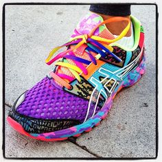 Photo by maryrambin. Now, that's what I call a colorful running shoe! Photo by maryrambin. Now, that's what I call a colorful running shoe! Ropa Trail Running, Trail Running Shoes, Running Shoes For Men, Running Shorts, Urban Apparel, Asics Running Shoes, Asics Shoes, Vetements Shoes, Sneakers Fashion