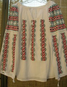 Rumanian blouse - traditional embroidery - the wish is to go back to Rumania for a real visit! I was too young the first time. Peasant Blouse, Blouse Dress, Hungarian Embroidery, Embroidered Clothes, Folk Costume, Shabby Vintage, Embroidery Dress, Textile Patterns, Traditional Outfits