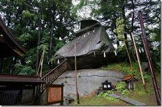 「桜山さん」として愛される桜山神社と烏帽子岩