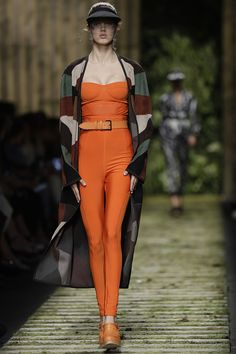 Max Mara PV/2017 http://stylelovely.com/galeria/milan-fashion-week-max-mara-pv2017/#page/1