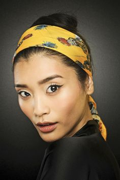 Dolce & Gabbana Spring 2013 Ready-to-Wear Fashion Show Scarf Hairstyles, Summer Hairstyles, Backstage, Glamour Magazine Uk, Presque Parfait, Altering Clothes, Asian Hair, Beauty Trends, Hair Trends