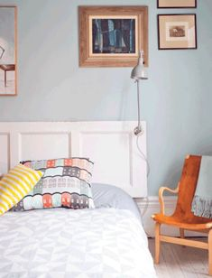 There are numerous economical ways to create an unique distinctive headboard. We share a few great DIY headboard ideas, to motivate you to style your room elegant or rustic, whichever you prefer. Headboard Projects, Creative Headboard, Cheap Home Decor, Diy Bed, Homemade Headboards, Canopy Bed Diy, Home Decor, Diy Tufted Headboard, Headboards For Beds