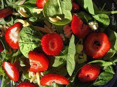 Mixed Baby Greens with Strawberries and Gorgonzola - I love fruit in my salad and I love the texture of the almonds and how the gorgonzola cheese compliments the sweetness of the strawberries. I like to use mixed baby greens, baby spinach and arugula. Walnuts or pecans can be used instead of almonds. #mothersday #mom