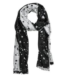 Black/stars. Scarf in soft woven fabric. Size 21 3/4 x 98 1/2 in.