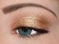 Earth Angel - nude / naked eye shadow with black eyeliner Gold Eyeshadow Looks, Metallic Eyeshadow, Cool Eyes, Amazing Eyes, Makeup Designs, Makeup Ideas, Simple Eye Makeup, Holiday Makeup, Black Eyeliner