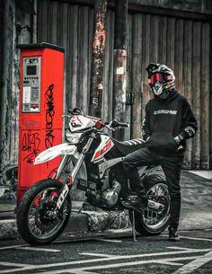 Motocross Love, Motorcross Bike, Motocross Gear, Motorcycle Riding Quotes, Motorcycle Men, Moto Bike, Ktm Dirt Bikes, Cool Dirt Bikes, Bmx Bikes
