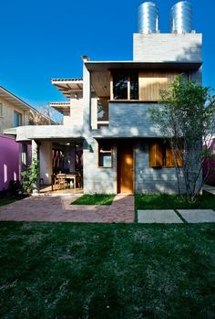 Conheça a casa de Nando Reis, no bairro do Pacaembu, em São Paulo. O imóvel, dos anos 40, foi completamente reformado para atender as necessidades do cantor.