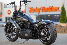 Unter der Spendenaktion Motorrad lockte für alle Teilnehmer als erster Preis eine Harley-Davidson Street Bob, die von uns veredelt wurde. #harleydavidsonstreetrod #harleydavidsonstreet750 #harleydavidsonstreetbobber #harleydavidsonstreetroadking #harleydavidsonstreetcustom #harleydavidsonstreettracker Harley Davidson Street Glide, Harley Davidson Dyna, Harley Davidson Pictures, Dyna Low Rider, Dirt Bike Girl, Street Tracker, Street Bikes, Bobber, Custom Street Bob
