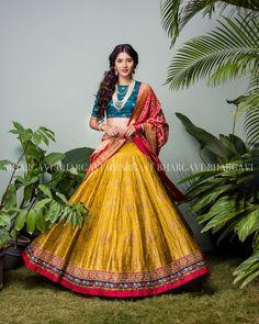 10 Wedding Day Pattu Half Saree Designs for South Indian Brides Indian Bridal Outfits, Indian Bridal Lehenga, Indian Bridal Wear, Indian Designer Outfits, Lehenga Wedding, Indian Dresses, Half Saree Designs, Choli Designs, Lehenga Designs