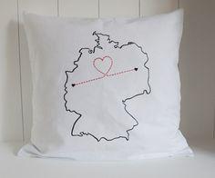 Kissen für Paare mit Fernbeziehung, Geschenkidee / cushion for lovers with long distance relationships, ldr by Holzknubbel via DaWanda.com
