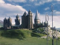Do you know Hogwarts School of Witchcraft and Wizardry better than the back of your own hand? See if you paid attention to your Harry Potter homework by answering these tricky trivia questions that only the most intense Potterheads would know. La Saga Harry Potter, Mundo Harry Potter, Harry Potter Aesthetic, Harry Potter Universal, Harry Potter Characters, Harry Potter Hogwarts, Wallpaper Computer, Wallpaper Desktop, Wallpaper Harry Potter