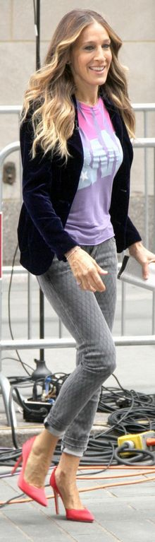 Who made Sarah Jessica Parker's gray print skinny jeans and print tee that she wore in New York?