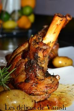 Lamb Shank marinated in honey,rosemary and Thyme. Souris d'Agneau Fondante - Marinade au Miel - cuisson au four - 4 heures Lamb Recipes, Meat Recipes, Cooking Recipes, Healthy Recipes, Cuisine Diverse, Good Food, Yummy Food, My Best Recipe, Different Recipes