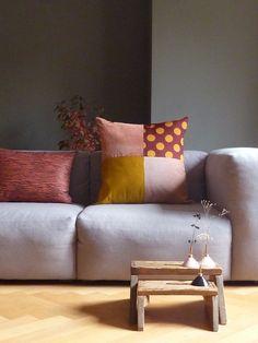 "Kissen ""Duett"" und ""Quintett"" aus Vintagestoffen, Vasen aus Malmö Throw Pillows, Bed, Home, Vases, Cushions, Stream Bed, Decorative Pillows, Ad Home, Homes"