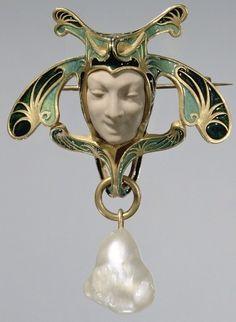 cgmfindings:  Brooch in the Shape of a Jester  gold/ enamel   Rene Lalique 1898-99