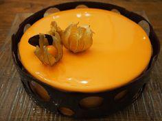 Recette entremet exotique mousse mangue-passion, insert passion, mousse vanille et glaçage miroir orange.