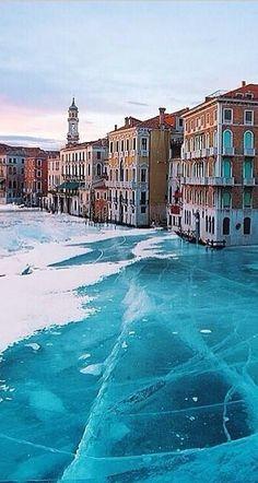 Venedig gefroren, unter der Eisdecke #winter #reise #urlaub #italien #venedig…