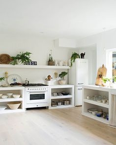 The all-white kitchen at children's book author Vicki Wood's home is simple, functional and eclectic. The founder of… Sister kitchen Home, Home Kitchens, Concrete Kitchen, Kitchen Design, Kitchen Decor, Coastal Cottage, House, Kitchen Interior, House Interior