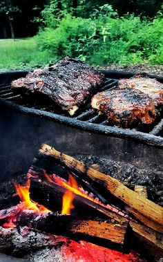 Feast like boss. Even in the middle of the mountains. Gargantuan beef ribs & herb-encrusted chops over camp livefire. Bbq Beef Ribs, Barbecue Grill, Man Vs Wild, Smoke Grill, Grilling Recipes, Steak Recipes, Best Bbq, Backyard Bbq, Outdoor Fun