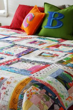 i loooove this, the quilt and the pillows, everything.  :)