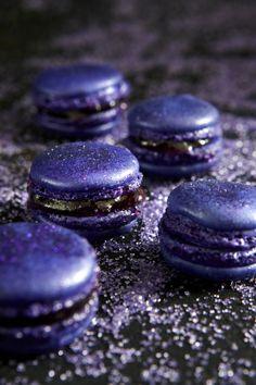 Halloween Magic Macarons - Royal Purple Grape #macarons #halloween
