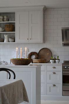 """Vårt nya kök är äntligen klart! Köket kommer från Tibrokök och vi fick hjälp av """"Ett vackert kök"""" att rita upp det. Kaklet k..."""