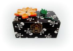 Quilling Flower Gothic Handmade Jewelry by CadouriFistichii Handmade Jewelry Box, Quilling, Decoupage, Gothic, Decorative Boxes, Bloom, Skull, Creative, Flowers
