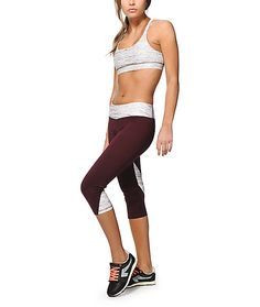 Make sure your style needs are covered from the yoga studio to running errands with these form-fitting capri workout pants that feature space dye detailing throughout.