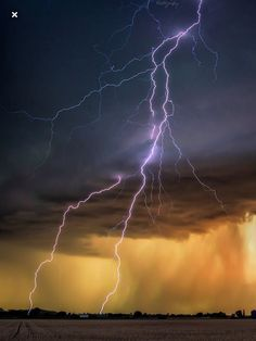 Ride The Lightning, Thunder And Lightning, Lightning Strikes, Environment Map, Scenic Photography, Science And Nature, Natural Wonders, Natural World, Ciel