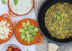 A traditional Spanish tortilla with spinach, served as a tapa or a main dish. And the leftovers are perfect for the next day! Breakfast Quiche, Breakfast Recipes, Vegan Vegetarian, Vegetarian Recipes, Yummy Recipes, Spinach Tortilla, Hispanic Kitchen, Puerto Rican Recipes, Mexican Food Recipes