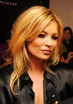 Ideas for hair blonde fringe kate moss Celebrity Hairstyles, Cool Hairstyles, Hairdos, Longchamp, Kate Moss Hair, Kate Moss Style, Winter Mode, Layered Haircuts, Bob Haircuts