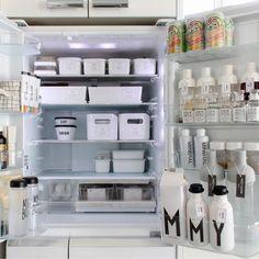 冷蔵庫内が汚いと、賞味期限が切れて捨てる食材が多くなったり、同じものをダブって買ってしまったりと、食費の無駄遣いが多くなりがちです。今年はお金の貯まる冷蔵庫を目指して、冷蔵庫内をキレイに整頓してみませんか?