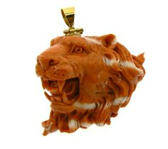 Roaring Lion Pendant Coral Head of Roaring Lion Coral Momo or Cerasuolo ( coral of Japan) work of the craftsmen of Torre del Greco Italia Mounted in 18 kt yellow gold size maximum width of 4.2 cm height 3.7 cm - 2.7 cm thick - Dogale Jewellery Venice Italia - www.veneziagioielli.com