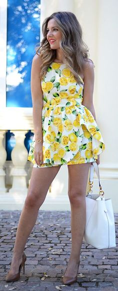 Lemons Print Dress Chic Style by Mi Aventura Con La Moda Pretty Outfits, Cute Outfits, Lemon Print Dress, Summer Chic, Summer Fun, Types Of Dresses, Elegant Outfit, Spring Dresses, Swagg